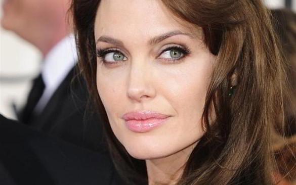 Cancro. L'annuncio di Angelina Jolie: «Ho deciso di rimuovere le ovaie per prevenirlo»