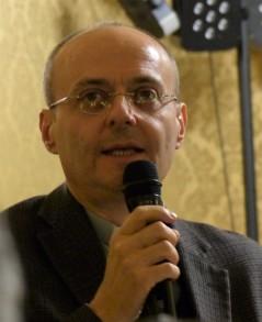 prof. Giuseppe Zeppegno, dottore di Ricerca in Morale e Bioetica, docente di Bioetica presso la Facoltà Teologica dell'Italia Settentrionale -sezione parallela di Torino