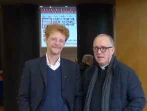 Dr Ivan Raimondi (a sinistra) vicedirettore e  don Paolo Fini  direttore Ufficio Pastorale  della Salute e  responsabile Area Sociale  -Arcidiocesi di Torino